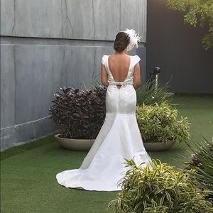 Classic and romantic wedding Dress